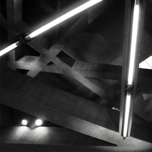 metro fotózása fekete-fehérben